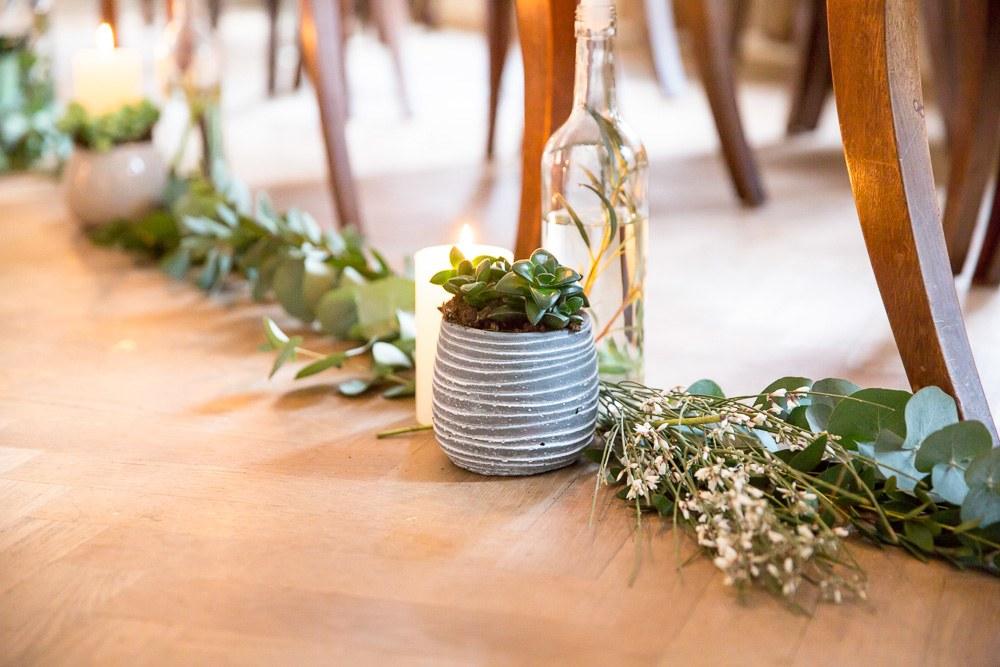 bloemdecoratie ceremonie gangpad