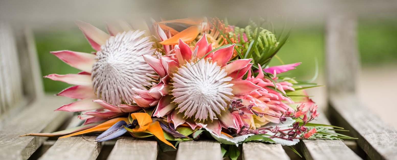 bruidsboekt met tropische bloemen