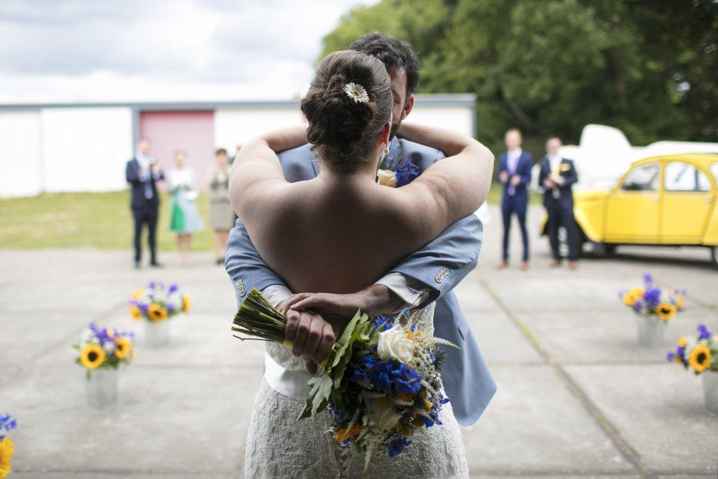 bruiloft met zonnebloemen