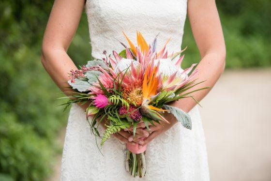 bruidsboeket tropische bloemen