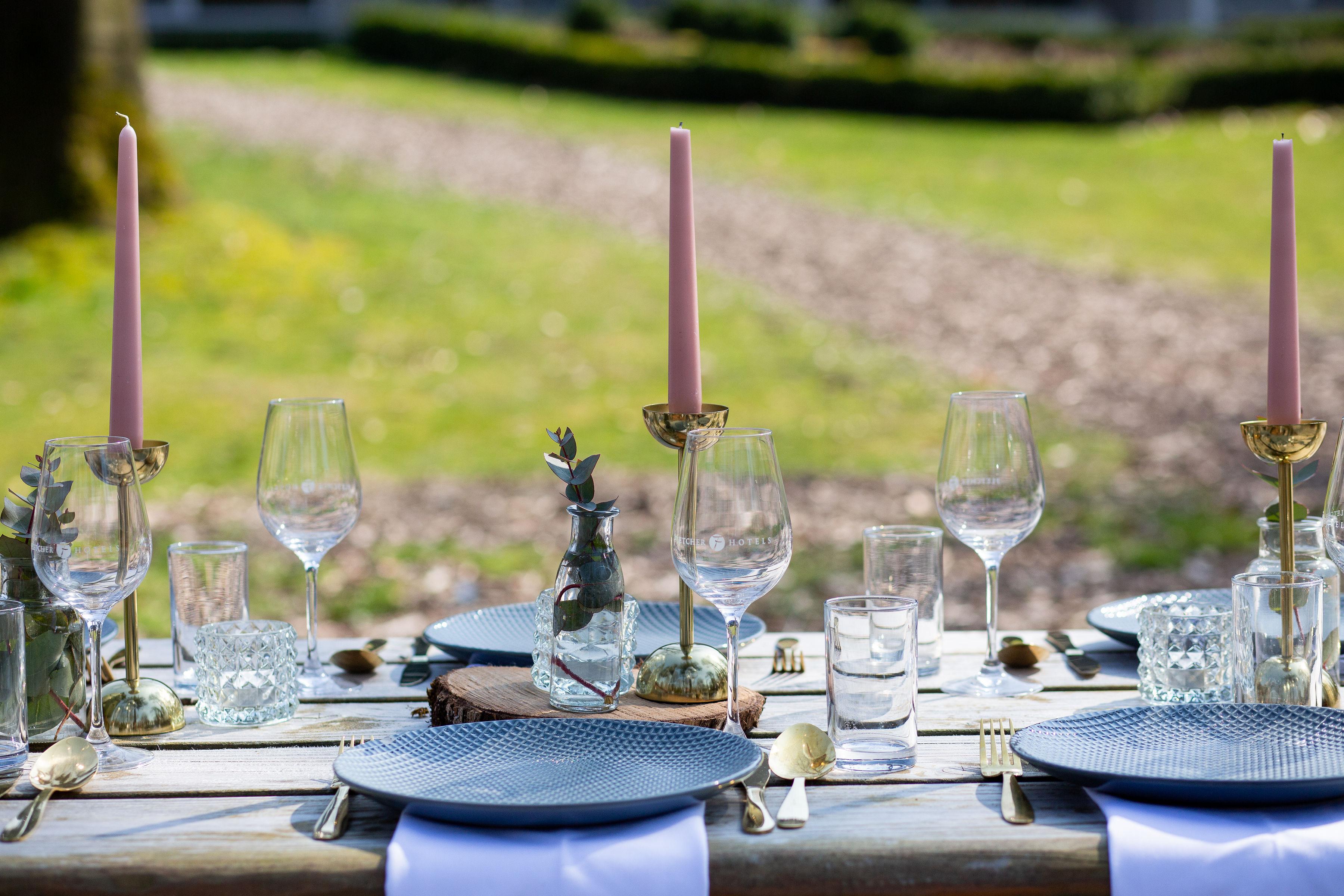 buiten trouwen tafelstyling