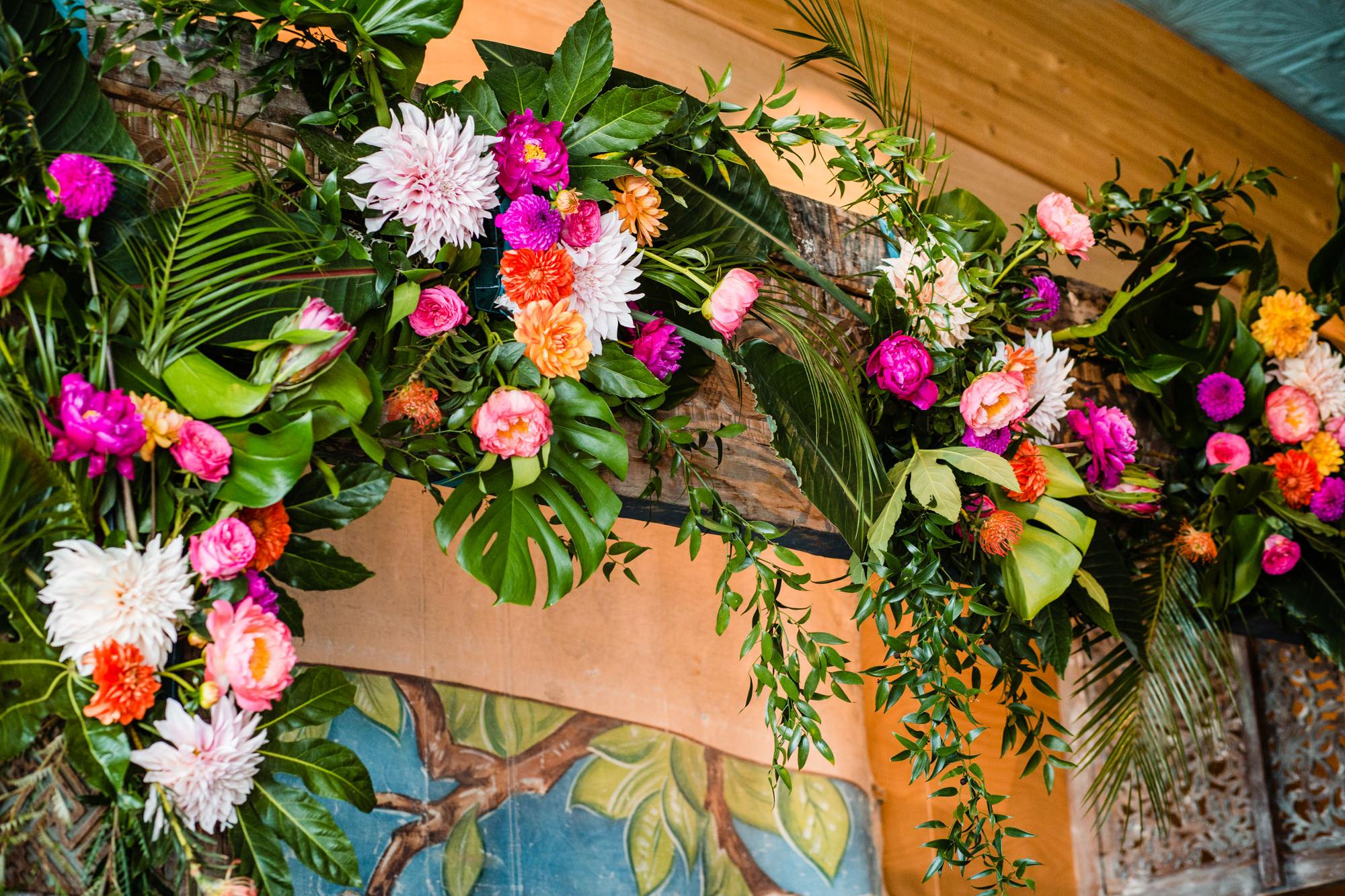 backdrop bloemstukken bruiloft
