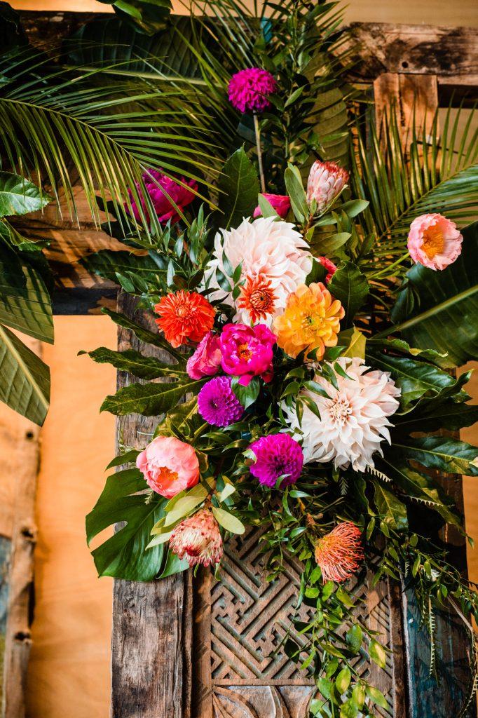 bloemstuk bruiloft prieel