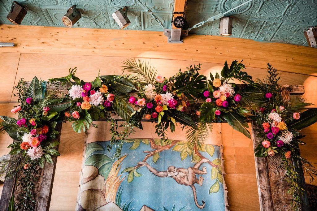 backdrop bruiloft bloemen