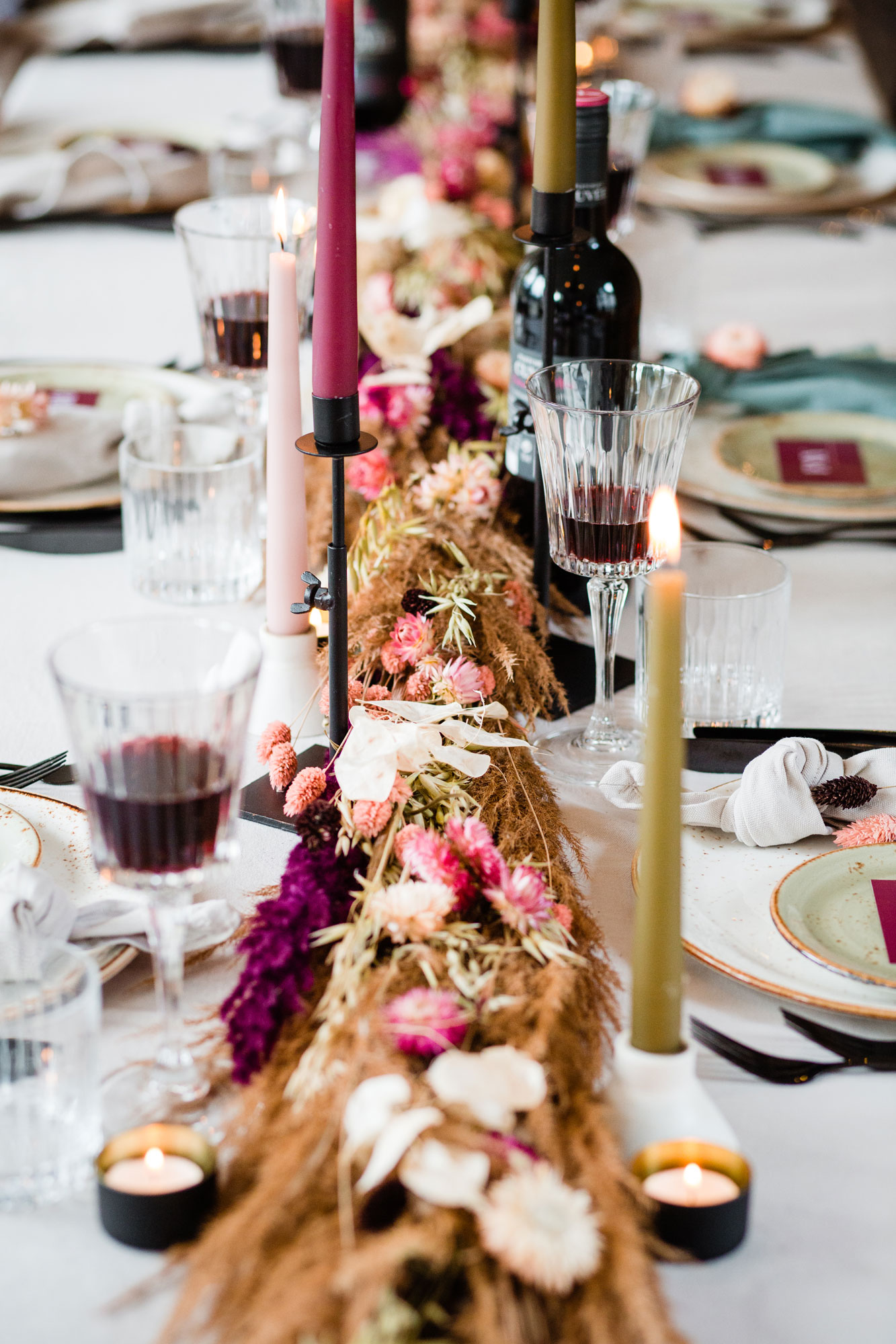 tafelsetting bruiloft droogbloemen