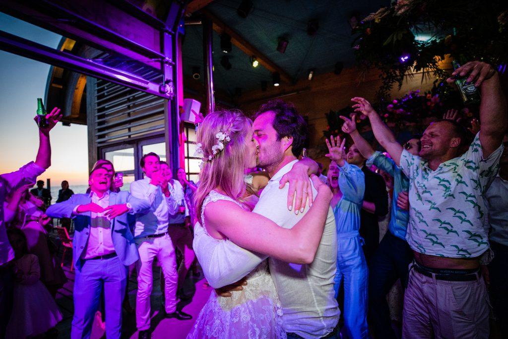 bruiloftfeest coronatijd